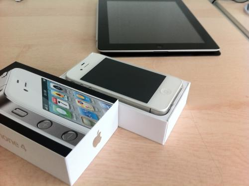 Unboxing of White iPhone 4